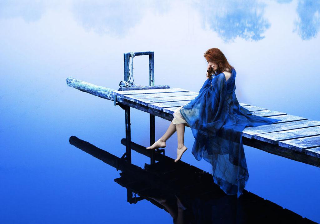 Adolescent : séance photo artistique au bord de l'eau par la photographe dunoise Aurélie Coquan