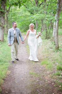Photographie de mariage à Bonneval : l'échange des premiers regards par Aurélie Coquan Photographe