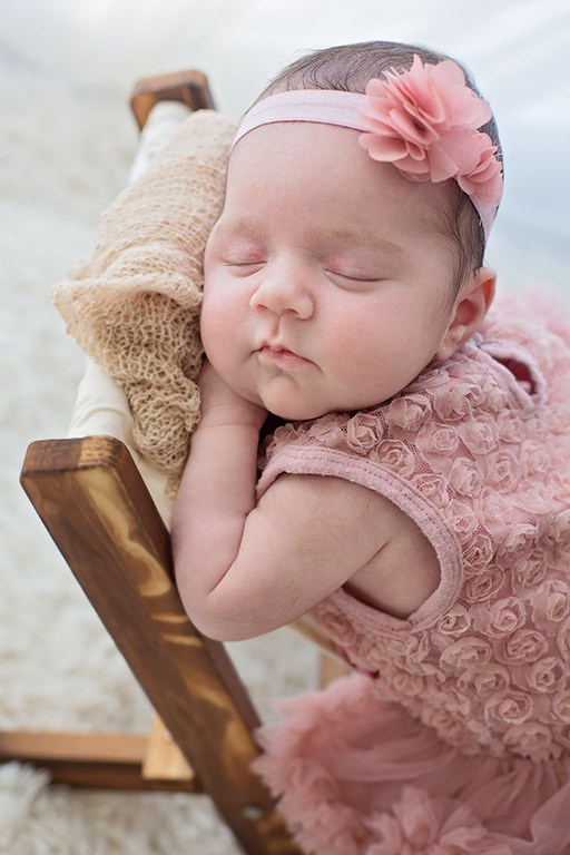 Nouveau-né endormi : séance photo bébé par Aurélie Coquan Photographe à Châteaudun