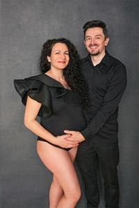 Séance photo grossesse glamour en couple par Aurélie Coquan Photographe